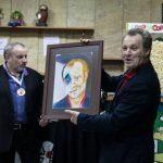 Вручение Георгию Делиеву портрета, написанного художником Дмитрием Косариковым