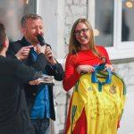 Обладательница футболки с подписями футболистов Сборной Украины