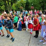 Танцуют все )