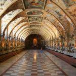 Замок Нойшванштайн-Холл замка с росписями-фото