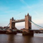 Та́уэрский мост (Tower Bridge)-разводной мост в центре Лондона над рекой Темзой1