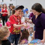 Янина Венгер-партнёр Портала,организатор и ведущая детского праздника, руководитель художественной школы
