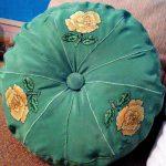 Вишивка на натуральному шифоні, подушка ,діаметр 35 см,,муліне peri-Катерина Черненко