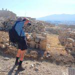 Колоритный пенсионер из Германии наслаждается съемкой Акрополя