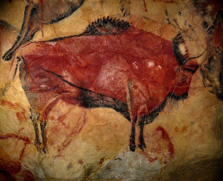 Цвет красный - https://commons.wikimedia.org/wiki/File:AltamiraBison.jpg -Наскальный рисунок бизона