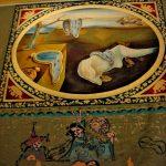 Внутри Музея - гобелен Дали
