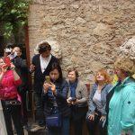Команда отважных путешественников внутри Музея Дали