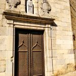 Древние двери