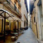 Уютные скверы и улицы Жироны, кафе