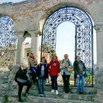 У ажурных ворот Армянского собора