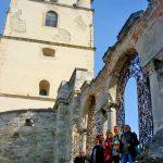 У ажурных ворот Армянского собора...