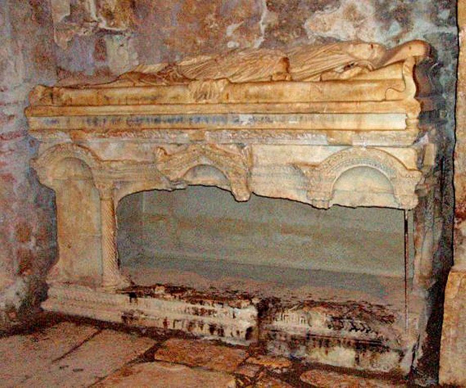 Саркофаг Св.Николая - без мощей-Мощи в г.Бари,Италия