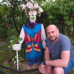 Знаменитый художник Пётр Грицюк на усадьбе Караваева