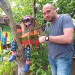 Знаменитый художник Пётр Грицюк на усадьбе Караваева.